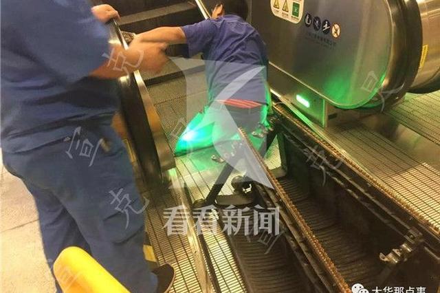 11号线地铁站扶梯夹住工人双腿 疑工作上出差错