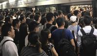 上海地铁2号线早高峰故障 网友:排队半小时未能上车