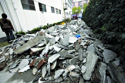 按照新规,装修垃圾也被归类为建筑垃圾。青年报资料图