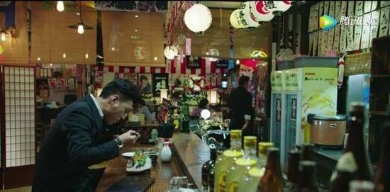 追着靳东找美食