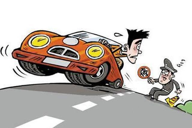 沪一司机占用公交道逃避处罚 驾车冲撞交警行驶近百米