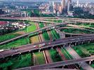 闵行跨S4高速人行天桥8月整修10月被拆,市平易近肉痛不已。