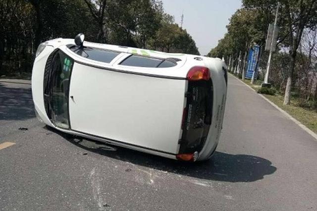 驾驶员为避让车辆猛打方向盘 因不熟悉共享汽车造成侧翻