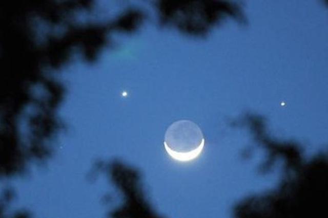 神奇天象双星伴月上演 金星牵手水星约会娥眉