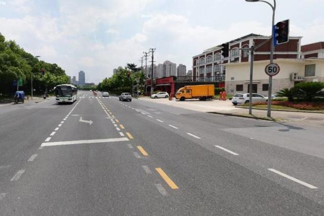 虹桥路新增机动车车道、转弯车道 有效缓解拥堵