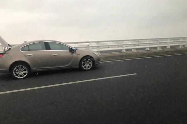 G40高速上男子下车检修车辆 被后车撞飞数米不幸身亡