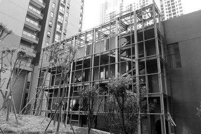 哈密路建筑翻新擅自搭建遭联名抗议 两栋楼间架起楼梯