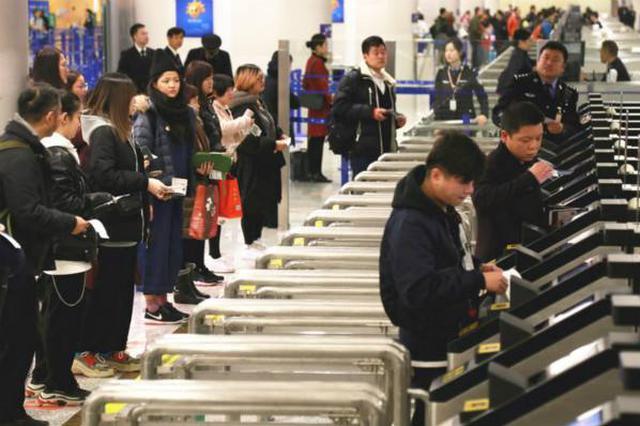 上海边检再推两项便民举措 电子登机牌可自助通关