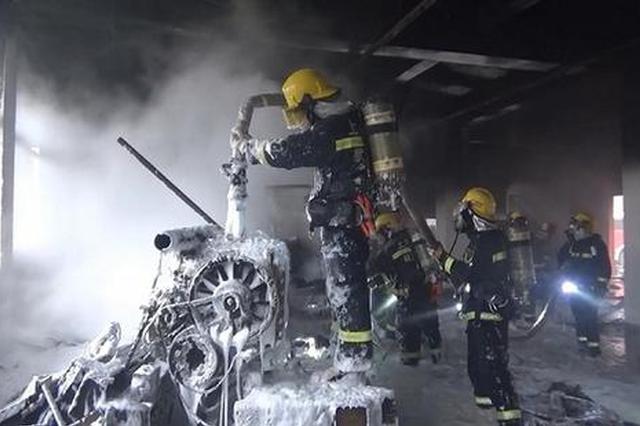 工人切割废旧柴油机引发火灾 氧气钢瓶距着火点仅1米