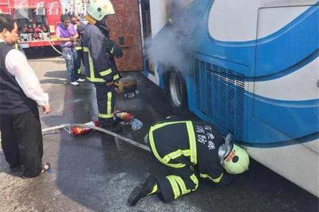 上海团台湾遇游览车起火 逃生惊呼:真的遇上了