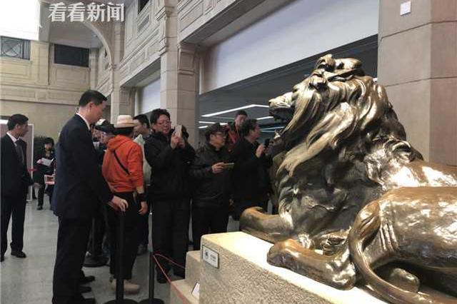 沪上美术馆博物馆照???上海历史博物馆门口排长队