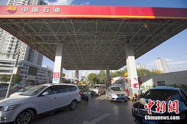 国内油价上调92号汽油逼近7元/升 加满一箱多花6.5元