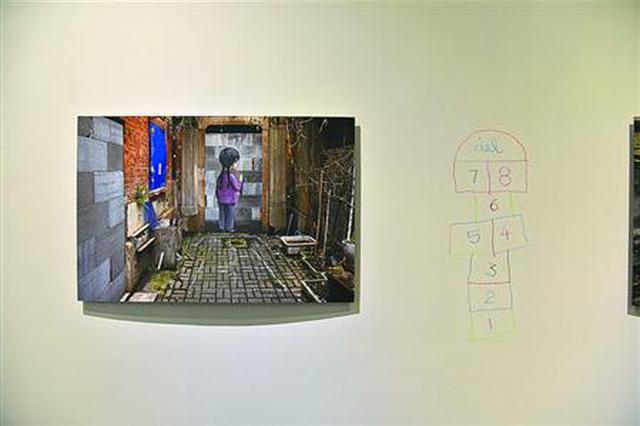 法国艺术家个展首秀当代艺术馆 用墙绘回忆老上海儿戏