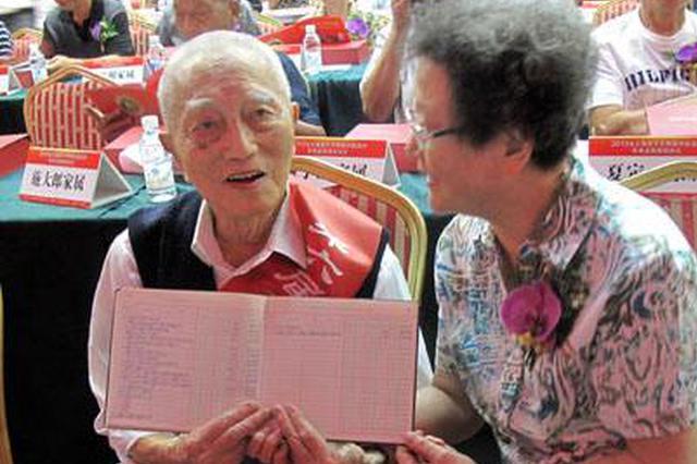 上海百岁老人首破两千 浦东、徐汇和黄浦居前三位