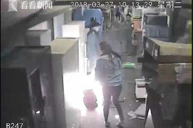 女子拖欠商场摊位租金被断电 为泄愤放火烧市场