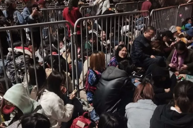 上海迪士尼小镇漫威活动粉丝区域已饱和 现场人山人海