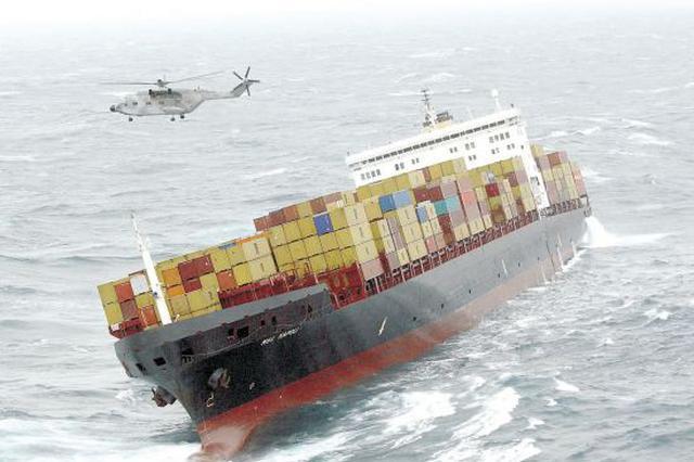 货船外高桥水域灌舱沉没 两名船员落水被救
