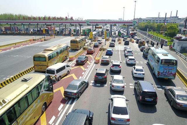 上海高速五一车流总量将达440万辆次 建议错峰出行