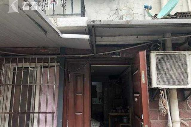 小区一楼车库变住房出租 多人住十几㎡仍一房难求