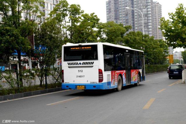 公交車掉頭時撞擊懷抱嬰兒的婦女 婦女當場死亡