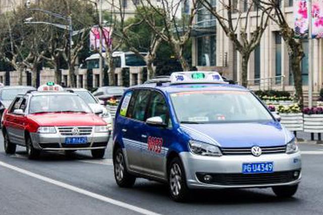 滬上出租車推車載便利店模式 可掃碼購物引爭議