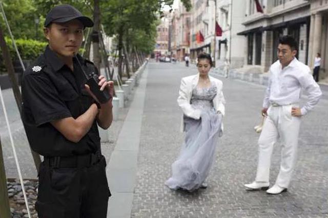 市民圓明園路上拍照遭阻攔收費 律師:缺少法律依據