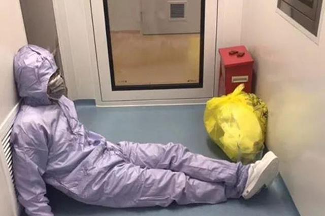 上海一名医生手术间隙累趴照热传 医生:这是常态