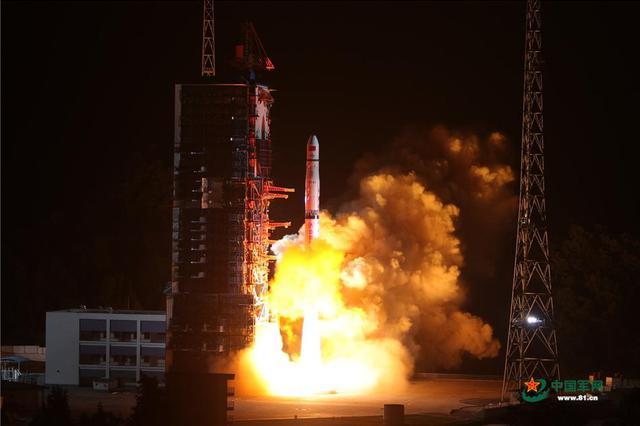 上海造火箭首次参与探月 嫦娥四号中继卫星连接地月