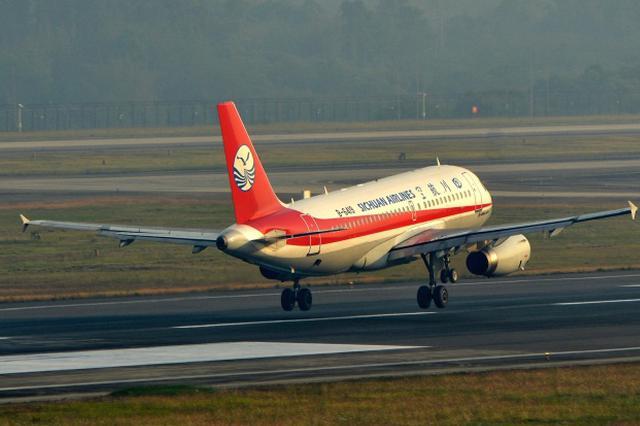 受天气影响 上海两大机场航班大面积延误取消