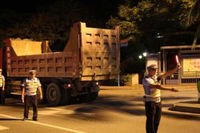 上海集中整治大型货运车 去年起造成事故306起