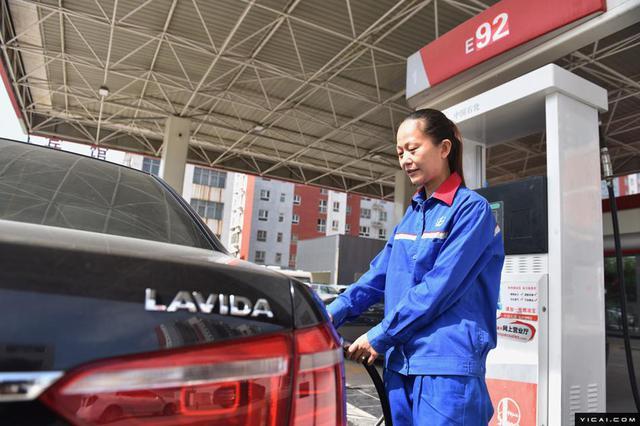 上海地区油价再度上调 92号汽油每升上涨0.21元