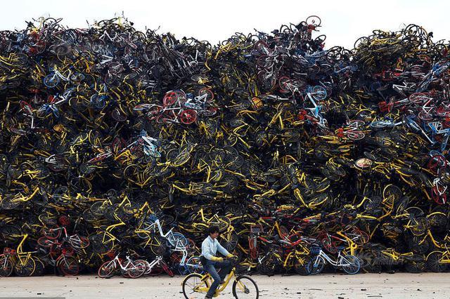 沪12家共享单车企业仅4家运营 上万车辆被遗弃成垃圾