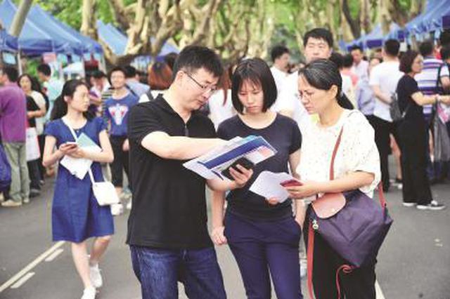 上海高考考生代表参观高招录取现场 亲历高校录取流程