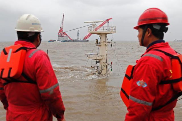 吴淞口沉船事故搜救后续 已发现五具遇难者遗体