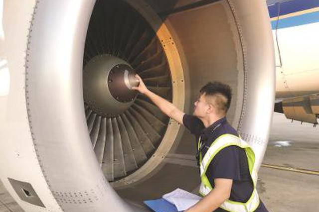 飞机医生王夏:43℃机舱内干活 跟桑拿房汗蒸一样