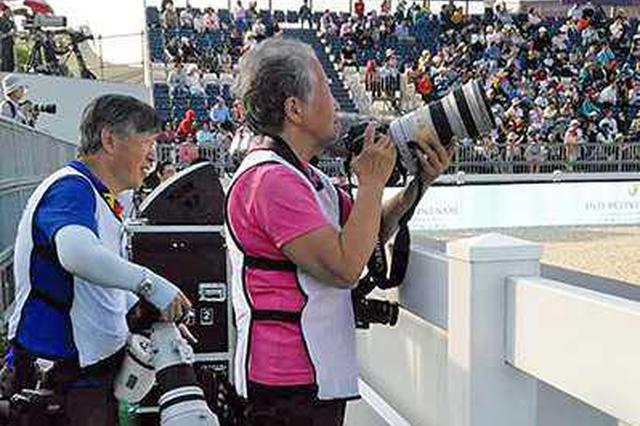 活跃在上海的老一辈女摄影家 40岁入行80岁继续干