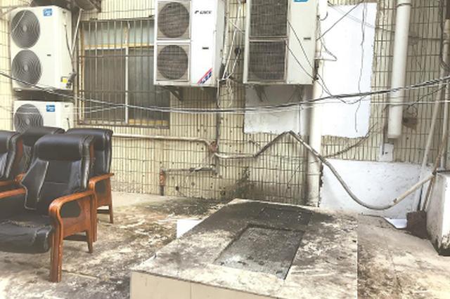 闵行一小区沿街商铺多餐饮 噪声、油烟让居民苦不堪言