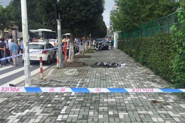 上海一司机开车撞倒行人后又连撞三车 行人不幸身亡