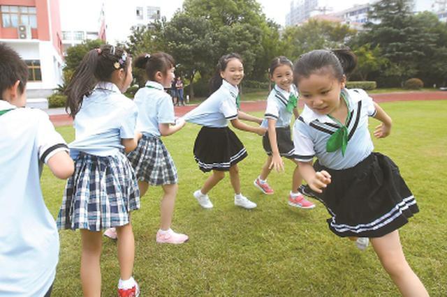 沪上低年级学生课程表悄然变化 每周增加一节体育课