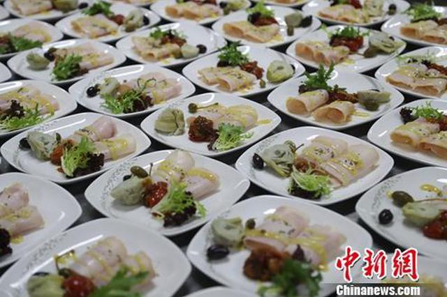 飞机餐选材讲究:鱼无刺、肉无骨 不能有重口味食材