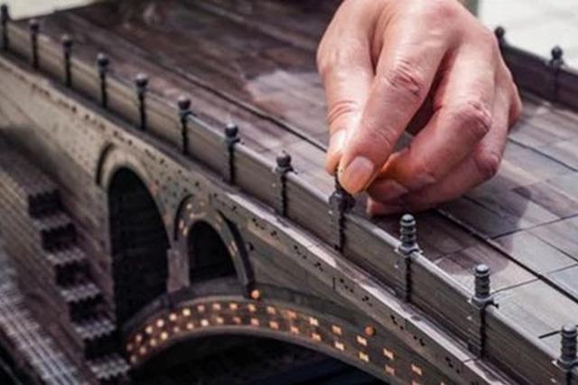 上海老伯做微缩版赵州桥:7000多个零件全榫卯结构