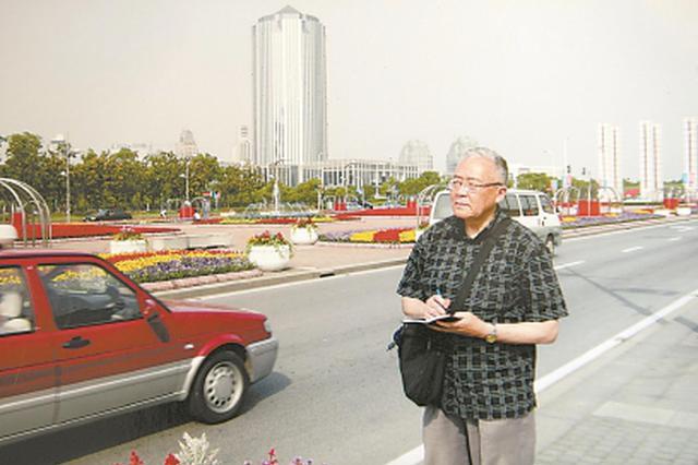 88岁老人沈入群靠双脚遍访浦东 15年参与绘制15张地图