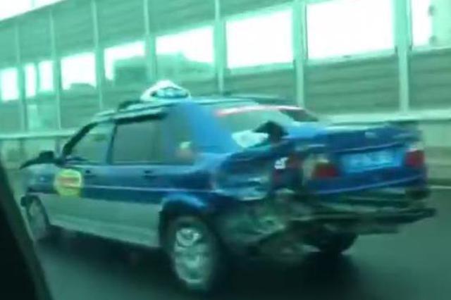 男子开克隆出租车被查 加速逃离追捕撞高架护栏