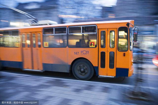 交通运输部:完善城市公交车驾驶区安全防护隔离设施