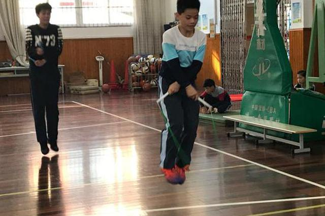 宝山少年跳绳破吉尼斯纪录 1秒跳9次怎样练成