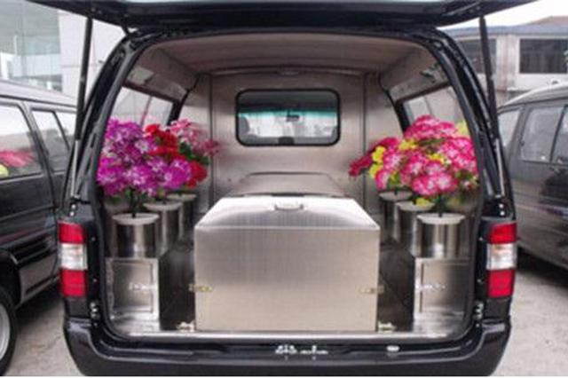 小区几辆殡葬专用车凌晨开进开出 有老人吓得不能睡觉