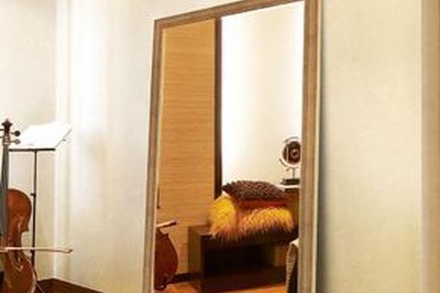 6岁女童被3米高试衣镜砸中不治 镜子与墙面无固定措施