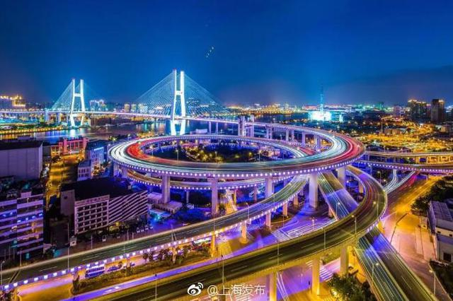 全媒体实景党课第十课:黄浦江上画彩虹 市政建设新成就