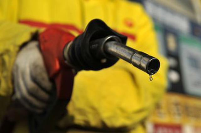 油价五连跌局面终结 国内汽油价格每吨上调105元