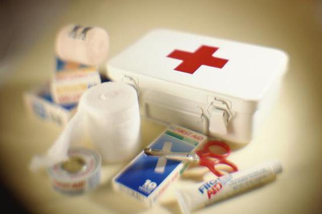 上海护士高空施救吐血旅客 机长让其决定是否备降飞机